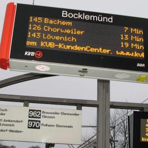 Hier werden künftig auch die aktuellen Abfahrtszeiten der Bus-Linien 962 (nach Brauweiler) und 970 (nach Pulheim) angezeigt