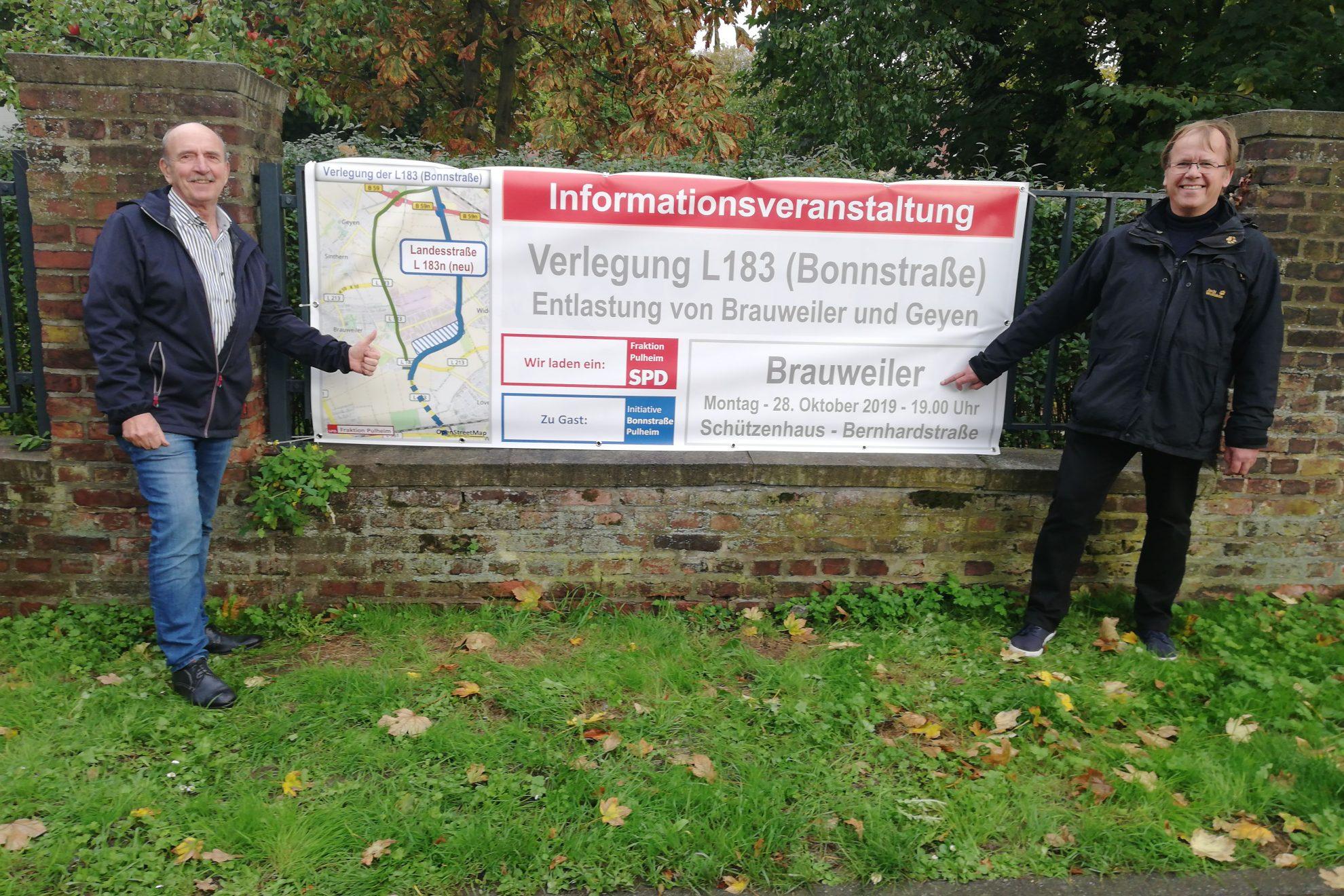 Walter Lugt und Elmar Brix mit dem Banner zur Invoveranstaltung Bonnstraße