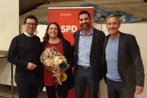 Dierk Timm, Markus Knabel und Frank Sommer gratulieren Marion Reiter