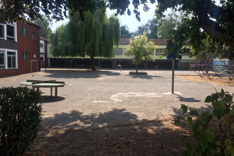 Blick auf den Schulhof der Christinaschule
