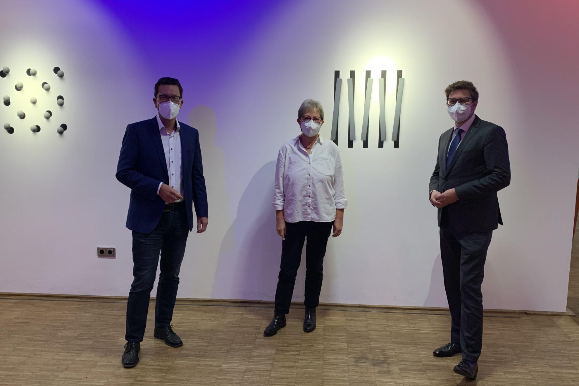 Dierk Timm, Marita Pörner und Torsten Rekewitz im Foyer des Medios, wo der konstituierende Kreistag stattfand.